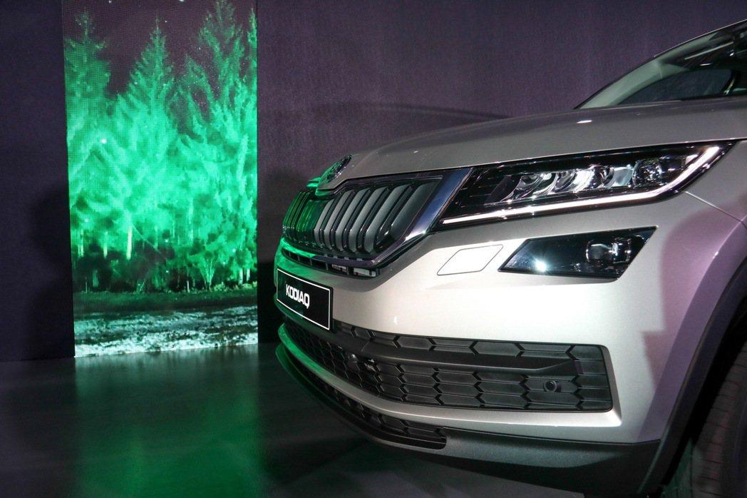 Škoda Kodiaq在台發表,透過光影營造出森林氛圍。 記者史榮恩/攝影