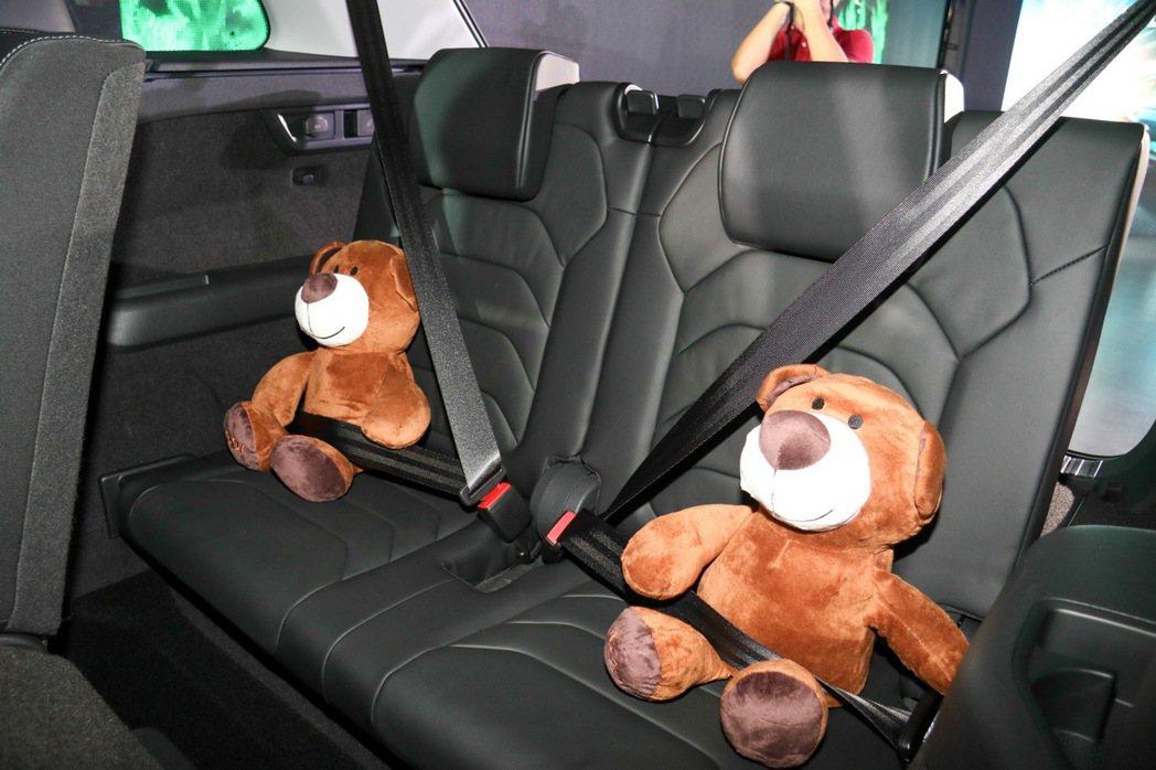 Škoda Kodiaq第三排座椅上的泰迪熊。 記者史榮恩/攝影