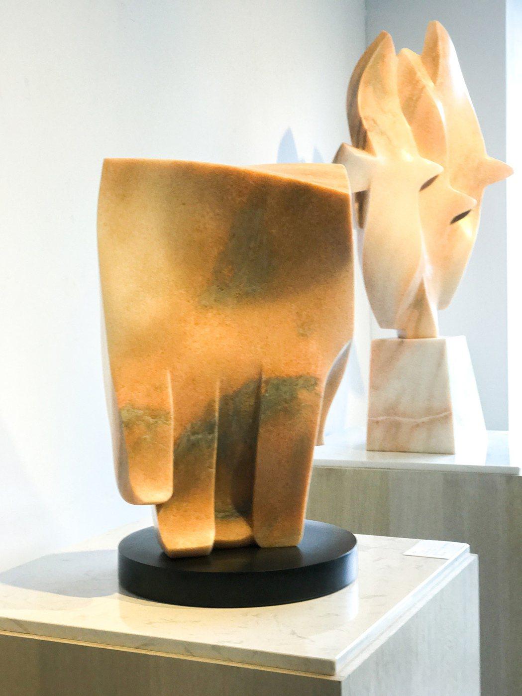 向光華的石雕作品堅毅中帶著柔軟的意向。 攝影/張世雅