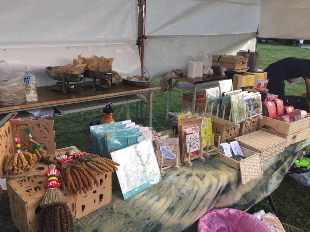 墾丁野餐音樂會的市集,以在地小農開發的農副產品為主。記者潘欣中/攝影