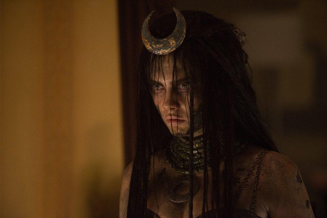 卡拉迪樂芬妮曾在「自殺突擊隊」中扮演魅惑女巫。圖/華納兄弟提供