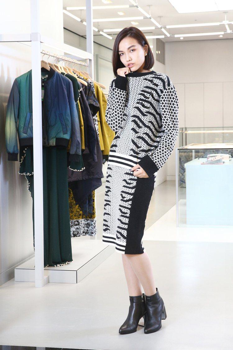 KENZO主線系列黑白虎紋針織衫22,800元,黑白虎紋針織窄裙16,800元,...