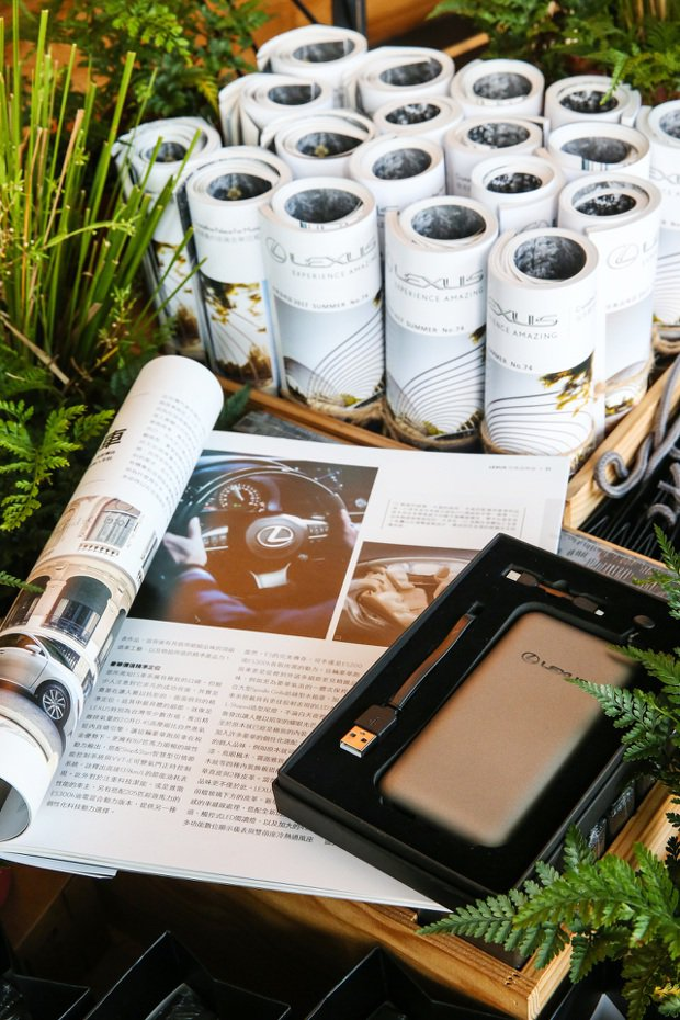 餐廳內的LEXUS雜誌與小物。 記者王騰毅/攝影