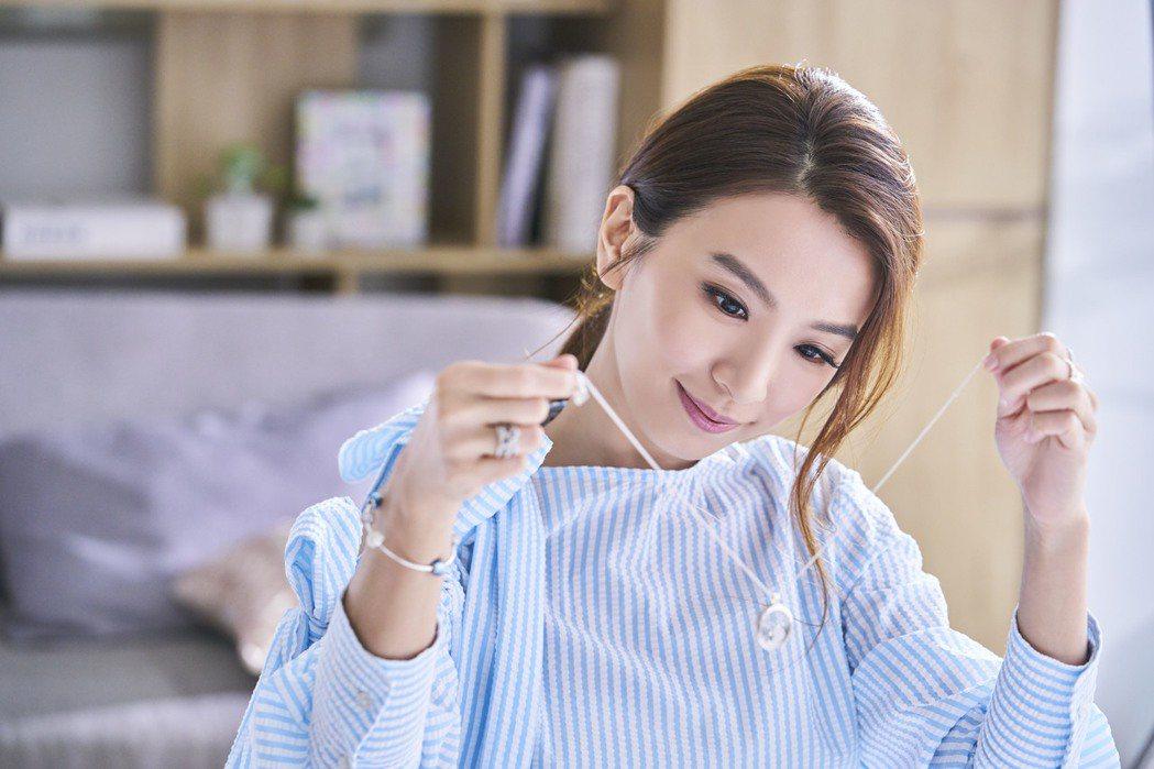 (必用)田馥甄在微電影中配戴Petite Memories珍貴回憶系列項鍊。圖/...