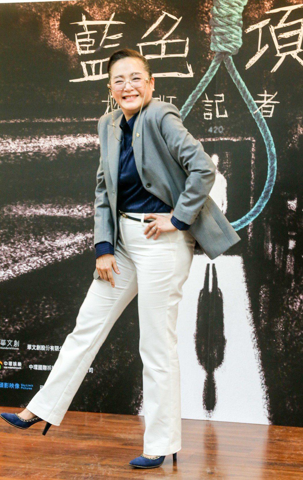 電影《藍色項圈》劇組在台師大林口校區舉行媒體探班記者會,恬妞表示,連日在豔陽下拍...