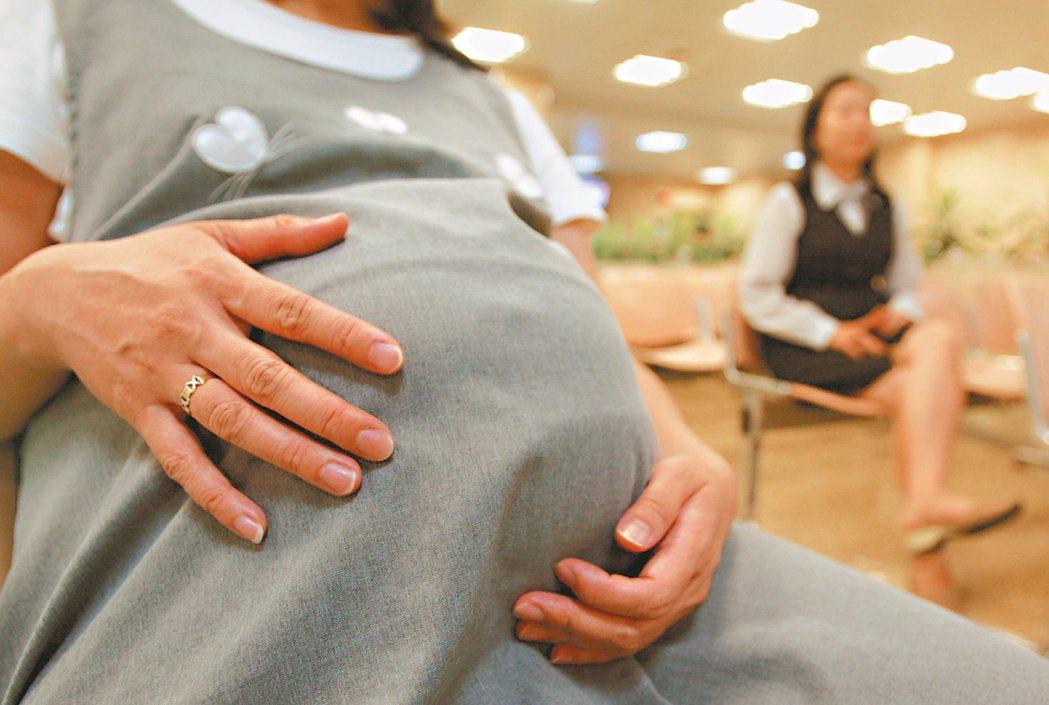 大陸的代理孕母並未合法,許多不孕症婦女轉而尋求地下化代理孕母。 本報資料照片