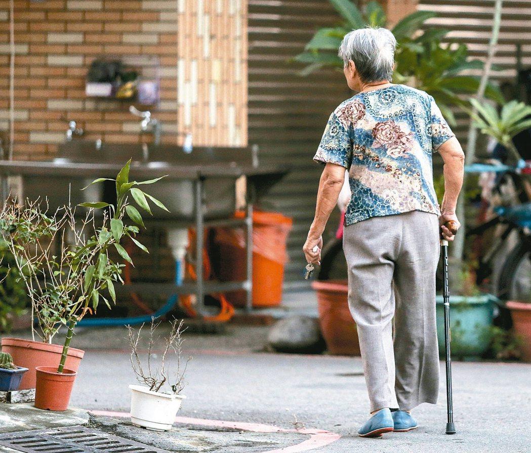 儘管過去數十年的科學研究,仍沒有找到任何可以治療或緩減阿茲海默症的進展,目前的藥...