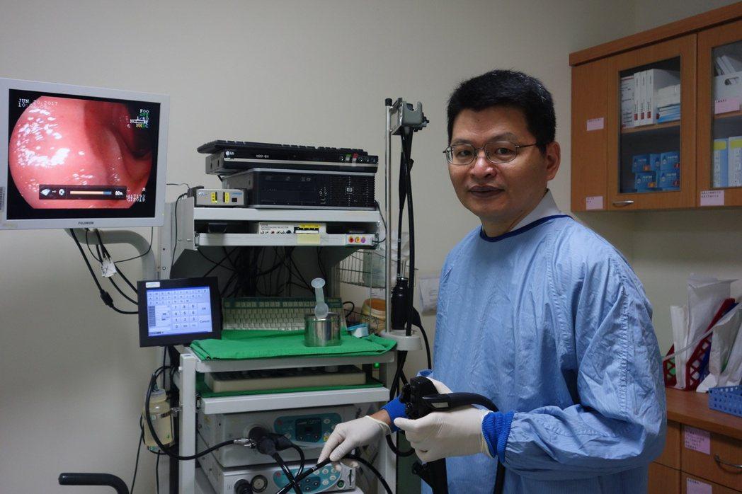 謝毓錫研究發現,運用換水大腸鏡較傳統充氣法大腸鏡,腺瘤發現率增加12%,有助減少...