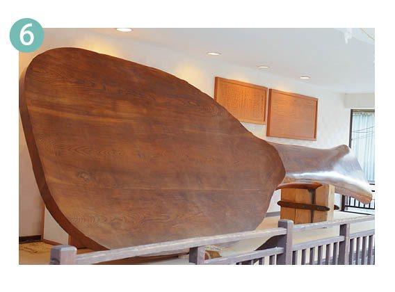 宮島是杓子的發祥地,生產量傲居日本全國第一。表參道商店街還有長達7.7公尺的巨大...