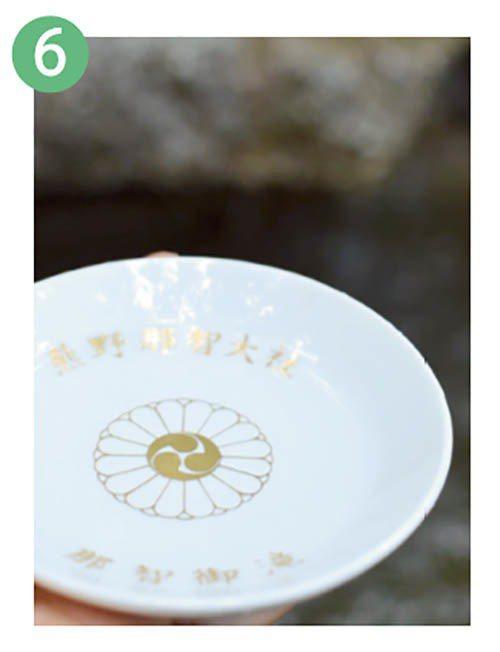 飛瀧神社的御神水據說有延年益壽之效,圖中的延命杯一百日圓。