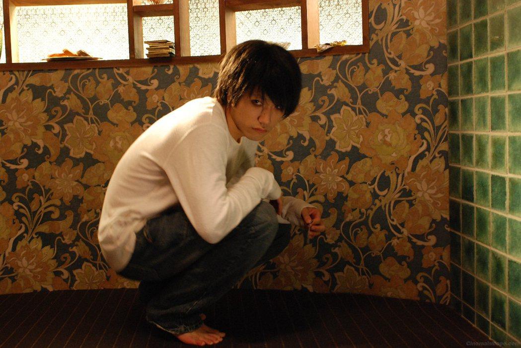 日本演藝界裡因創價學會而受到無妄之災最多的,應該就是在《死亡筆記本》中飾演L的松...