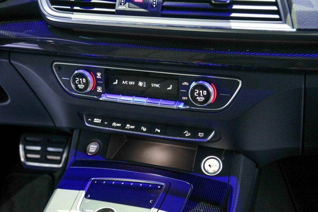 Audi Q5系列以不同燈光營造車室氣氛。 記者史榮恩/攝影