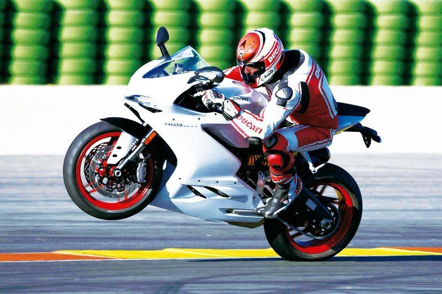 重機不是只有國道飆速,其實是嚴肅的速度運動。(圖:杜卡迪官網).jpg-1