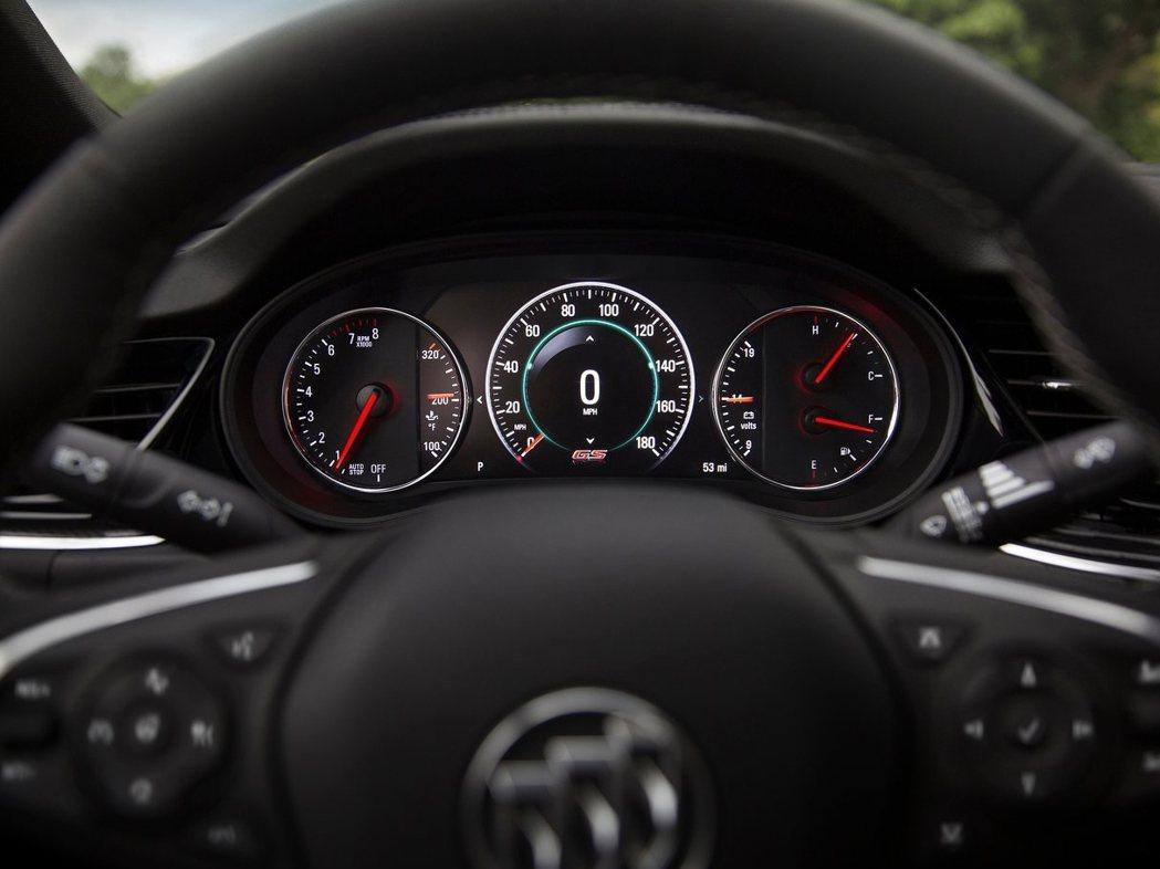 儀錶採用液晶搭配指針顯示,同時提供電頻電量與機油溫度參考。 圖片來源:Buick