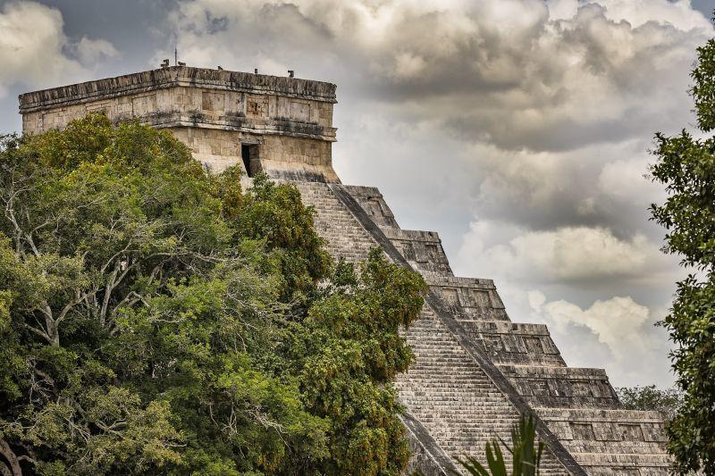 契琴伊薩金字塔含頂層共365階。(Photo│123RF)