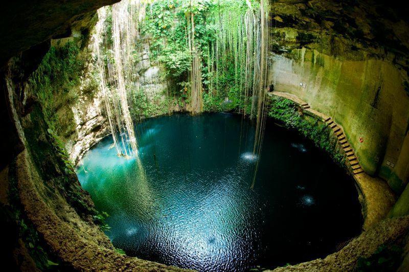 天然溶洞如今成為遊客戲水的天然泳池。(Photo│123RF)