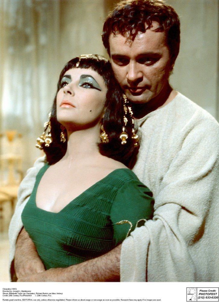 伊莉莎白泰勒與李察波頓主演「埃及艷后」。圖/摘自imdb