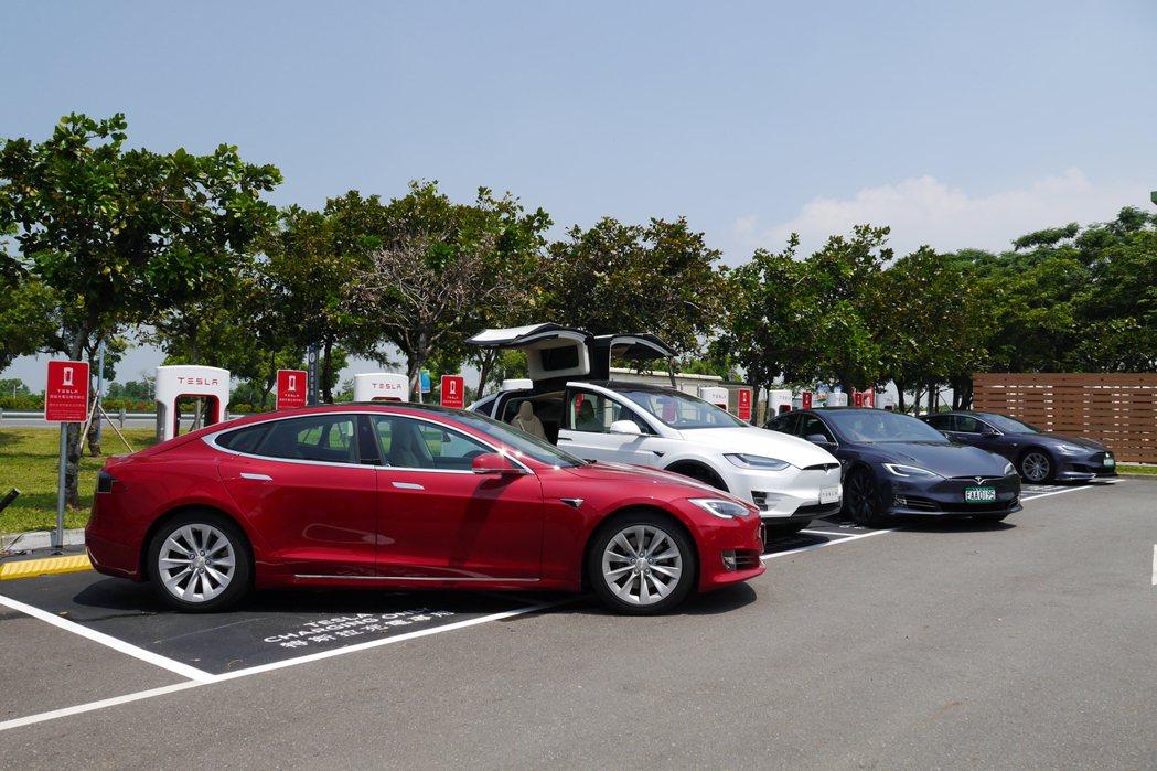 全台第二座Tesla電動車超級充電站今天在台南奇美博物館啟用。記者鄭維真/攝影