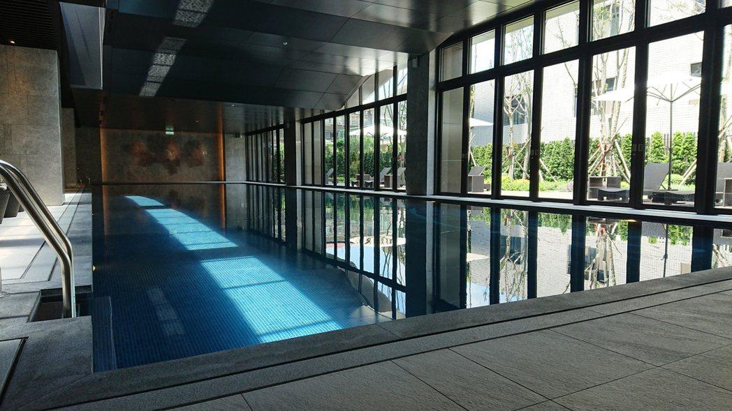 「華固新天地」擁有25米溫水游泳池。陳美玲/攝影