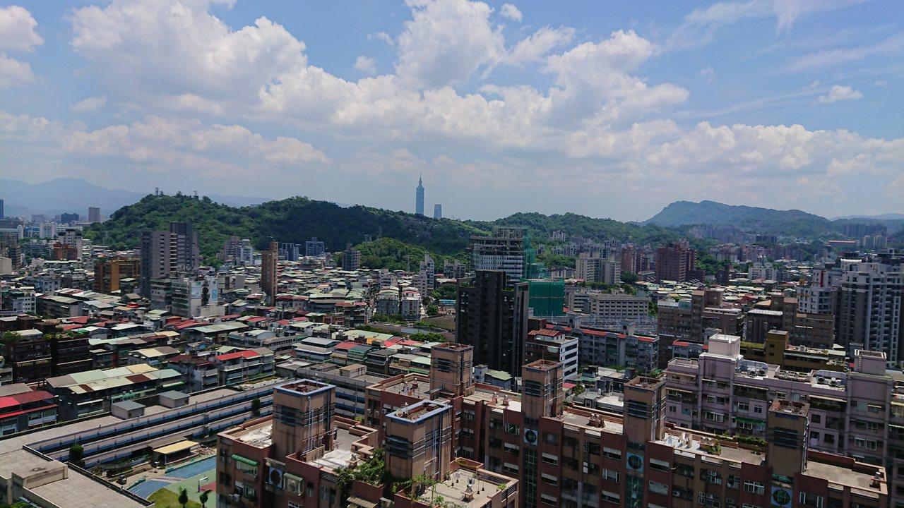 「華固新天地」頂樓坐擁360度景觀花園視野。陳美玲/攝影