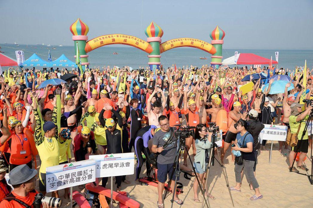 2018搶灘料羅灣金門海上長泳7月29日在料羅灣海域舉行,圖為2017活動盛況。...