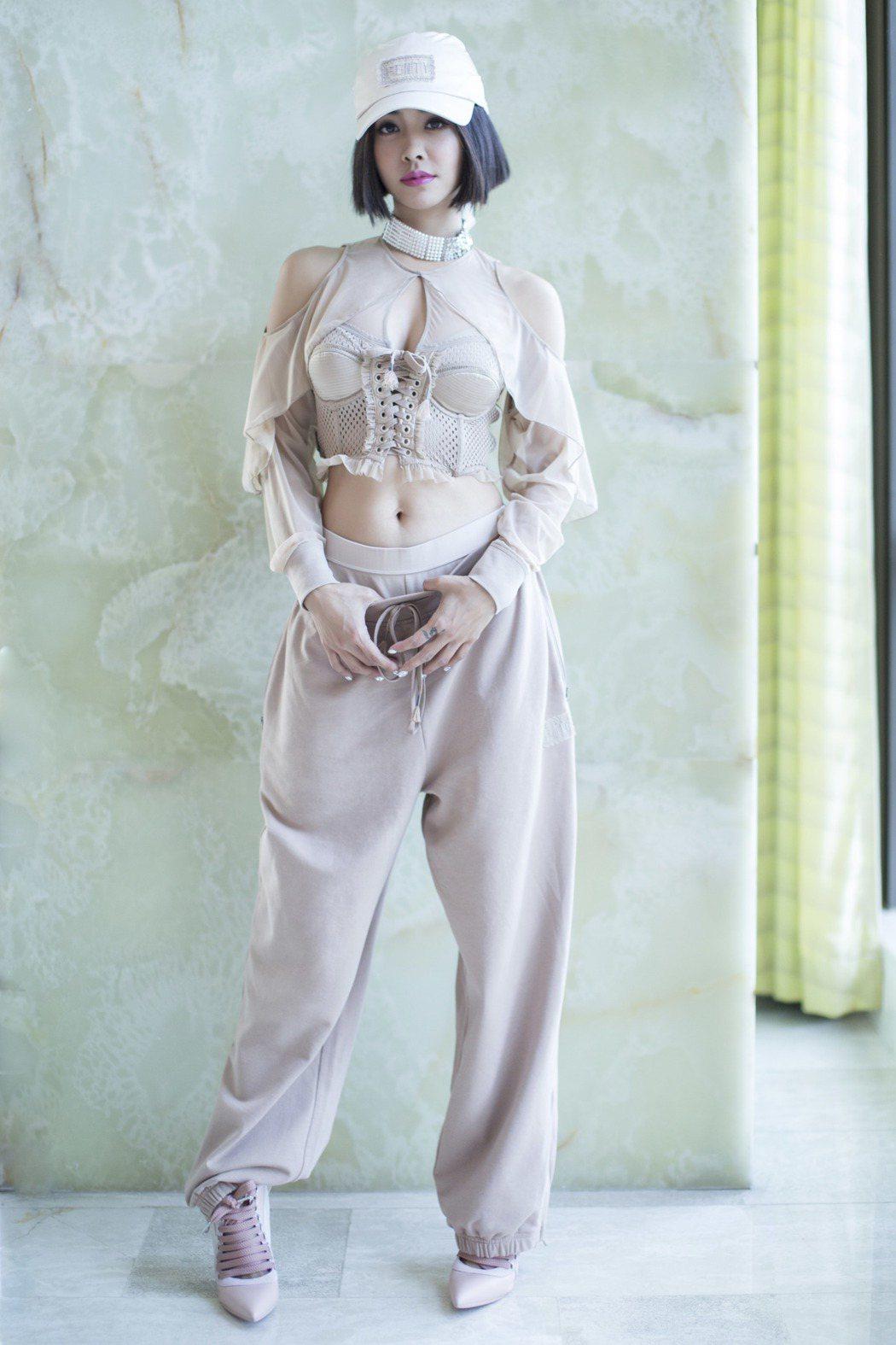 蔡依林在「2017 MTV全球音樂盛典」一舉摘下「最受歡迎女歌手」、「全球華語藝...