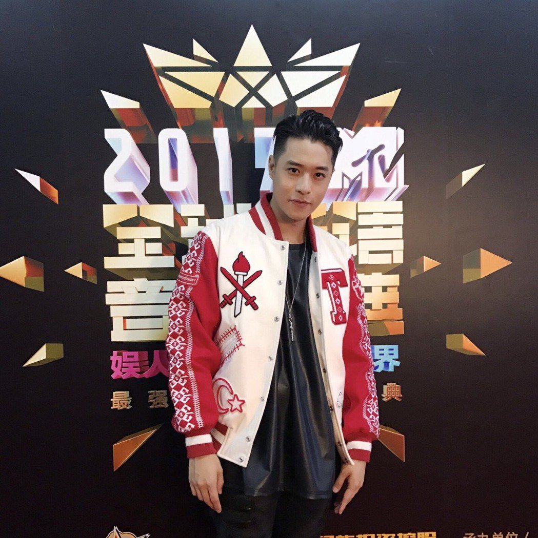 周湯豪20日拿下MTV「最具突破人氣男歌手獎」。圖/天熹娛樂提供