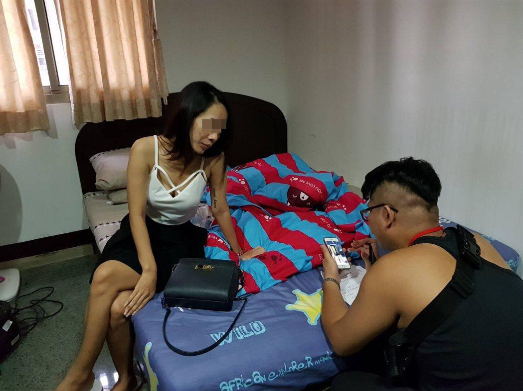 新北市板橋警分局今年四月至迄今,共查獲十六件從泰國以免簽方式來台觀光女子賣淫案件...