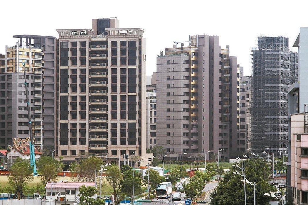 央行公布6月五大行庫新承做房貸平均利率1.647%,創逾7年新低。 聯合報系資料...