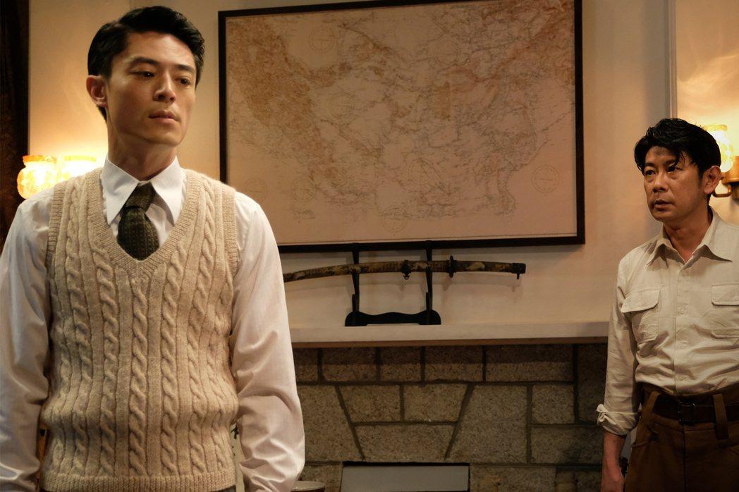 霍建華飾演的角色李錦榮是真實人物,許鞍華藉他拉出特務的臥底人生,他亦是全片與日軍交集最頻繁的華人角色。 圖/双喜電影提供