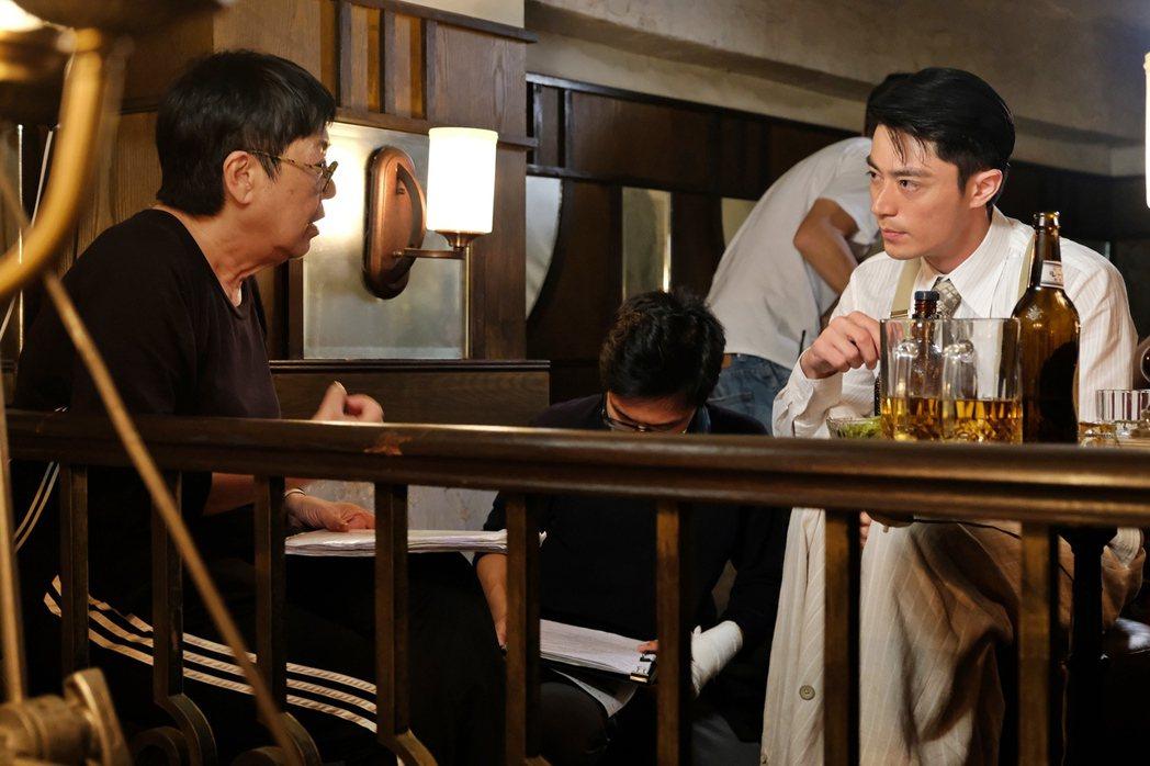 導演許鞍華(左)與飾演李錦榮的霍建華(右)。 圖/双喜電影提供
