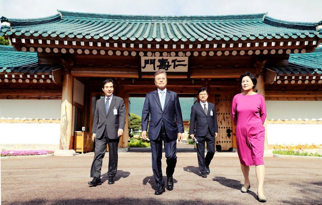 在匆忙中趕馬上路的文在寅新政府,日前正式向南韓國人揭示「百大國政課題報告」。 圖...