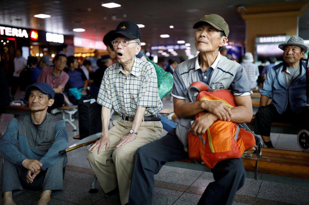 文在寅的政策該如何落實?財源從何處來?韓國人民睜大了眼睛正在看。 圖/路透社