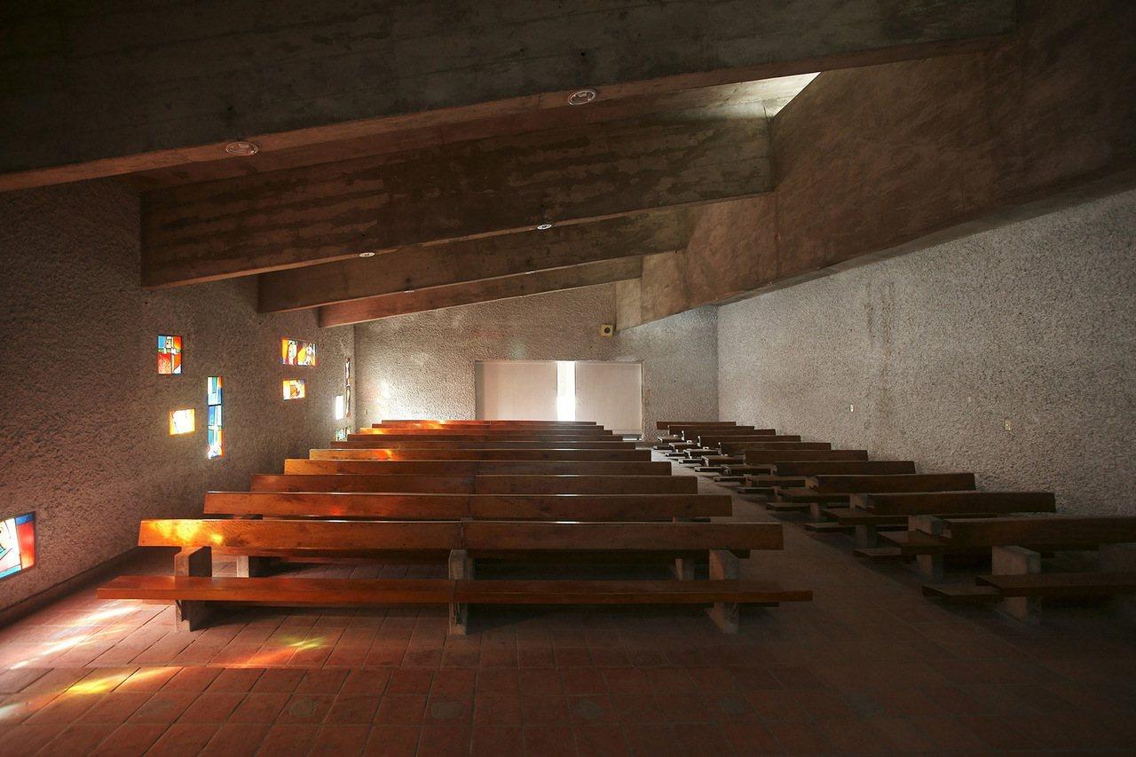 台東公東教堂由瑞士建築師達興登設計,被譽為台灣版廊香教堂。 攝影/范毅舜(本事文...