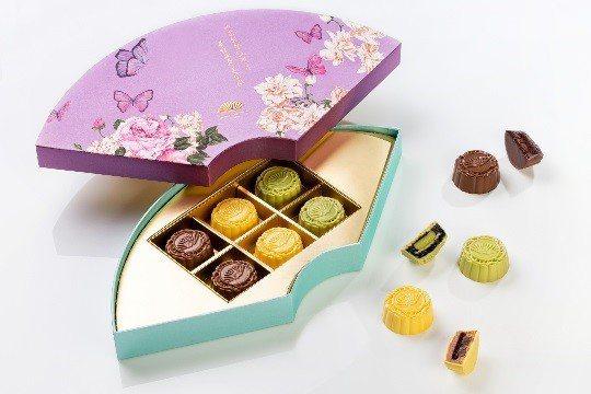 西式創新佳作 - 文華餅房巧克力月餅禮盒。