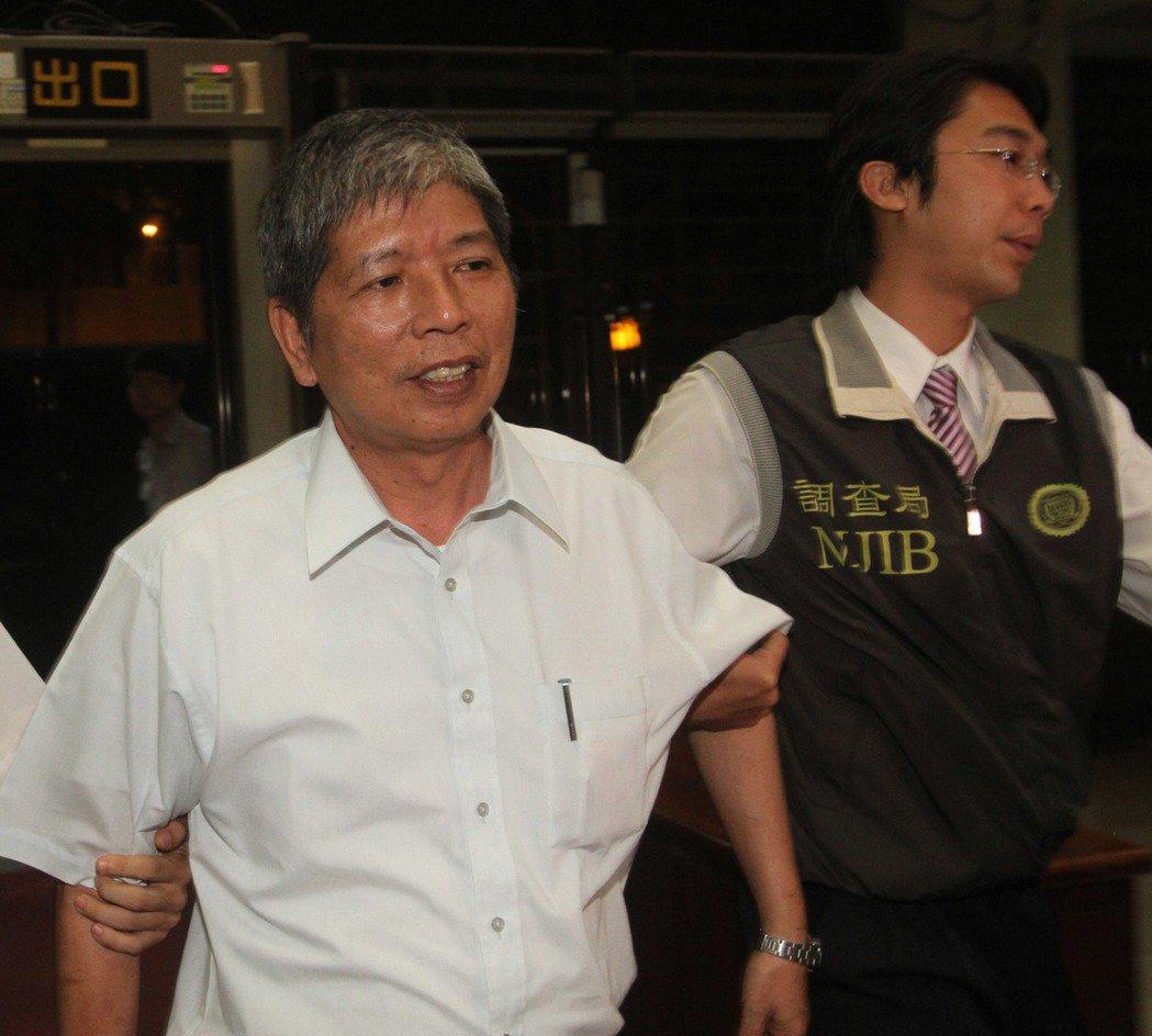 2011年,最高檢和台北地檢執行「正己專案」,前高院法官後轉任律師的邱創舜(左)...