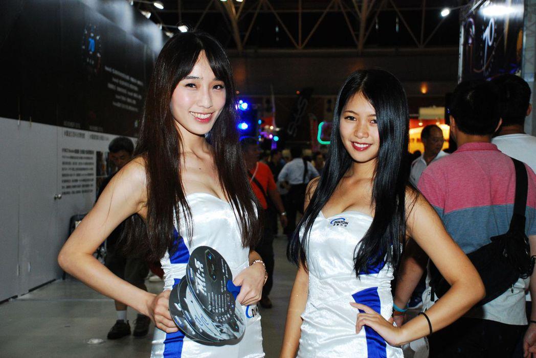 微笑女孩—陳巧玟、右右Yoyo。記者林昱丞/攝影