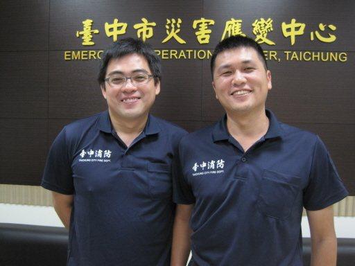 台中消防隊員張育嘉(右)和紀博嚴(左),共同經歷生死火場。 圖/台中市消防局提供