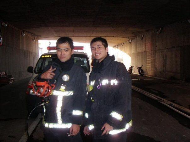 台中消防隊員張育嘉(右)和紀博嚴(左),是同事也是共患難的打火兄弟。 圖/台中市...