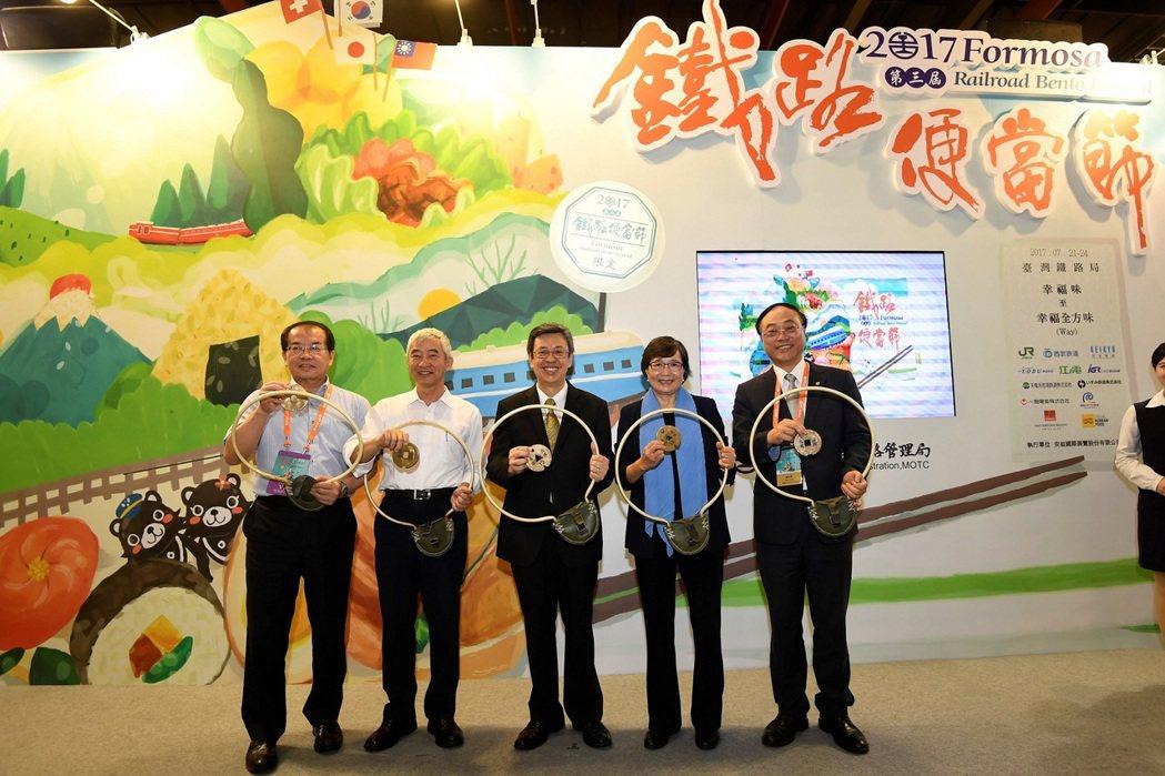 台鐵舉辦的「鐵路便當節」今年更遠邀日本、韓國及瑞士的業者一同參加。圖/台灣觀光協...