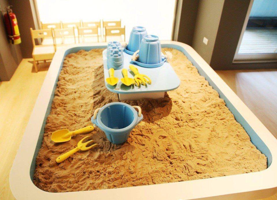 100%無毒的動力沙桌,讓小朋友發揮無限創造力!(圖片提供/Money Jump...