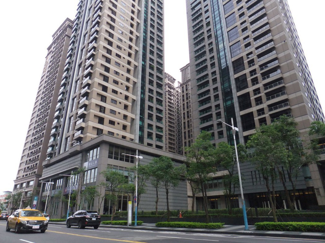 新板特區橋峰社區曾成交到9字頭,為新北市最貴豪宅。記者游智文/攝影