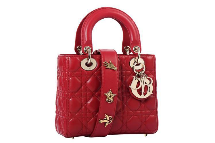 My Lady Dior Star鮮紅色小羊皮幸運徽章背帶手提包,售價11萬 元...