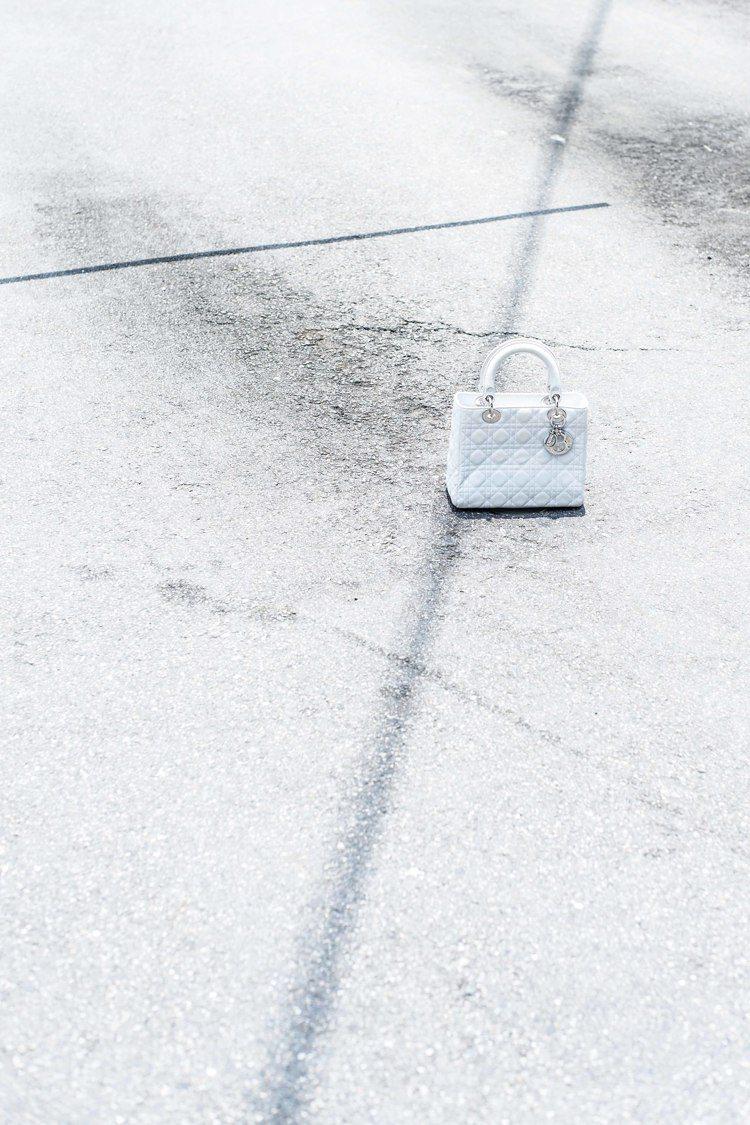 時尚藝術攝影家邵亭魁的作品「遺忘」,其實是想強調「記得」。圖/Dior提供