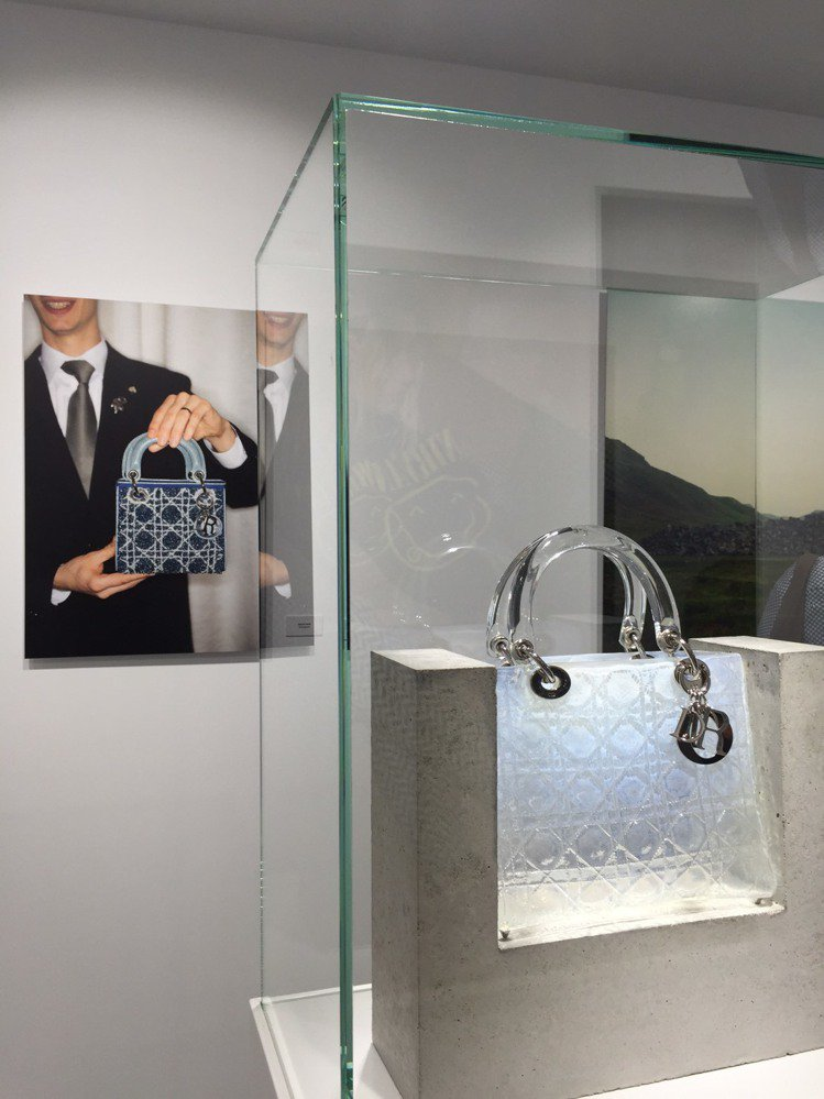 Lady Dior AS SEEN BY藝術展精選55件作品展出。圖/記者楊詩涵...