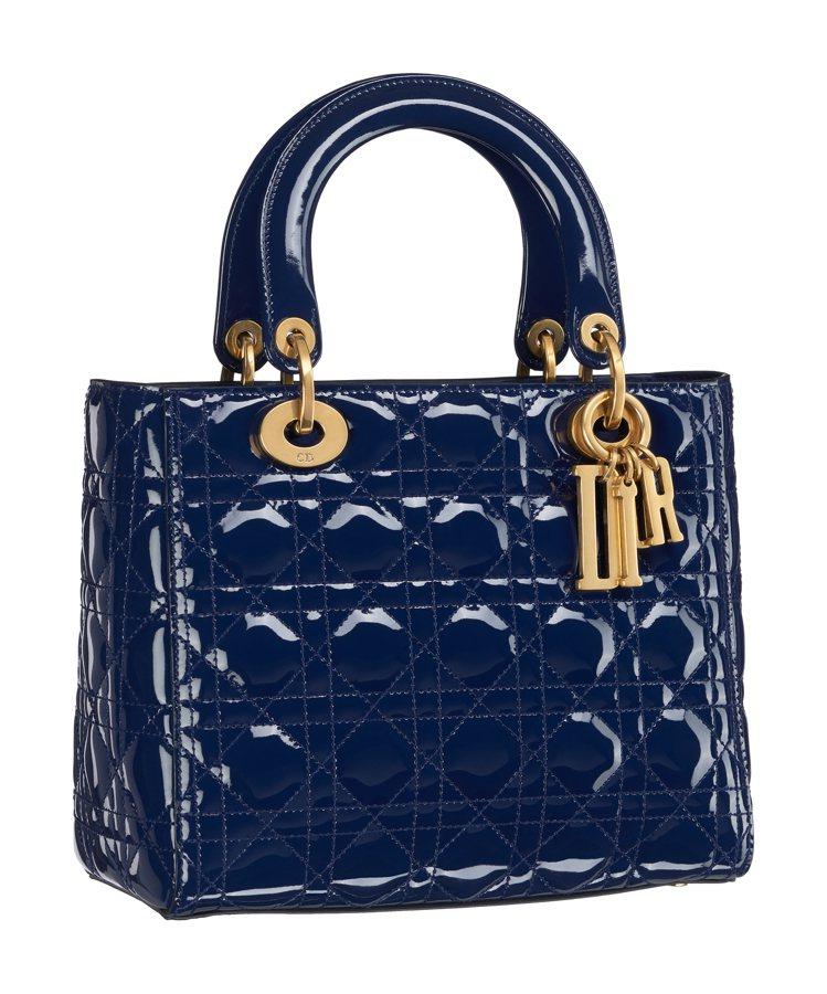 Lady Dior靛色亮面小牛皮中型款提包,價格店洽。圖/Dior提供