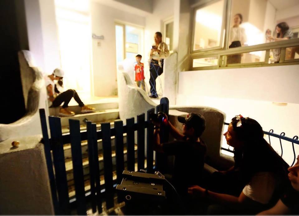 謝和弦與「雪赤子」劉又麒攝影團隊拍攝《光害》MV,雙方合作無間4小時就完工。圖/