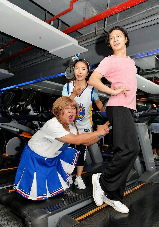 阿KEN、陶晶瑩、納豆為了拍短片搞怪。圖/衛視中文台提供