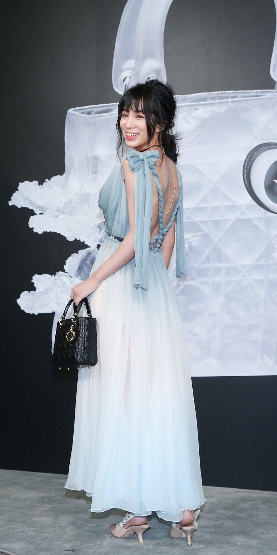 溫貞菱穿粉藍色褶襉雪紡紗洋裝,相當性感。圖/記者陳柏亨攝影