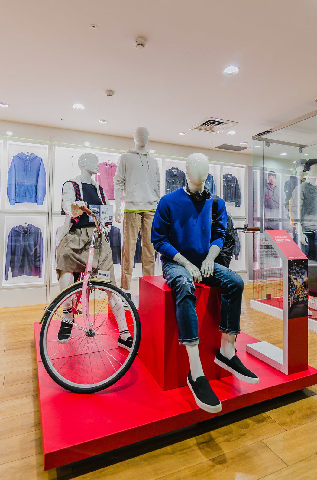 低跨點設計的Momentum iNeed Athena讓穿裙裝的女生也能優雅騎車...